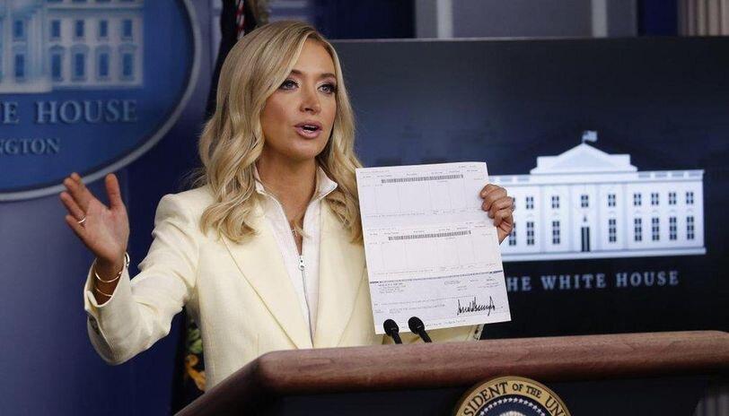 اشتباه ناخواسته خانم سخنگو ، اطلاعات حساب بانکی ترامپ لو رفت