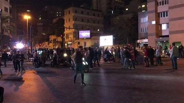 تظاهرات شبانه لبنانی ها در اعتراض به وضع بد مالی