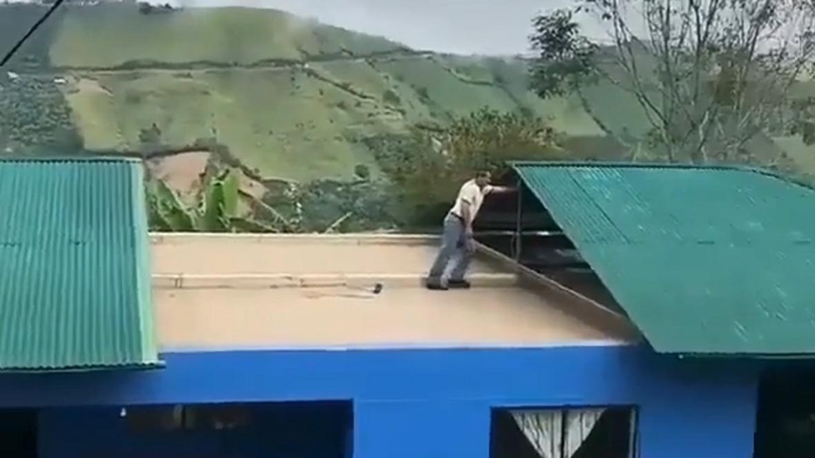 طراحی جالب سقف شیروانی خانه