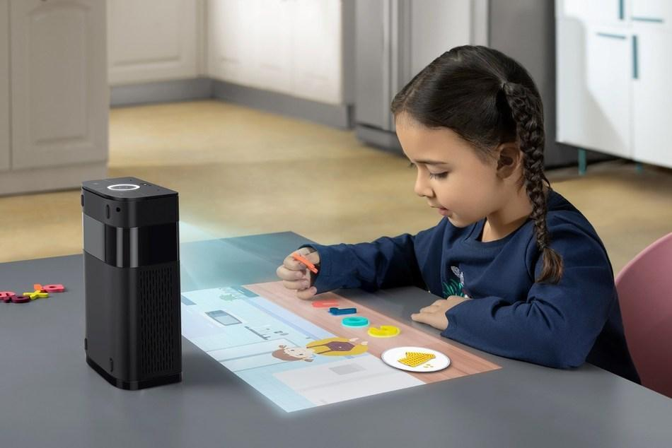 پروژکتوری که میز کار شما را تبدیل به تبلت می کند