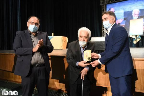 برگزیدگان نخستین دوره جایزه پژوهش های ادبی سیمین معرفی شدند